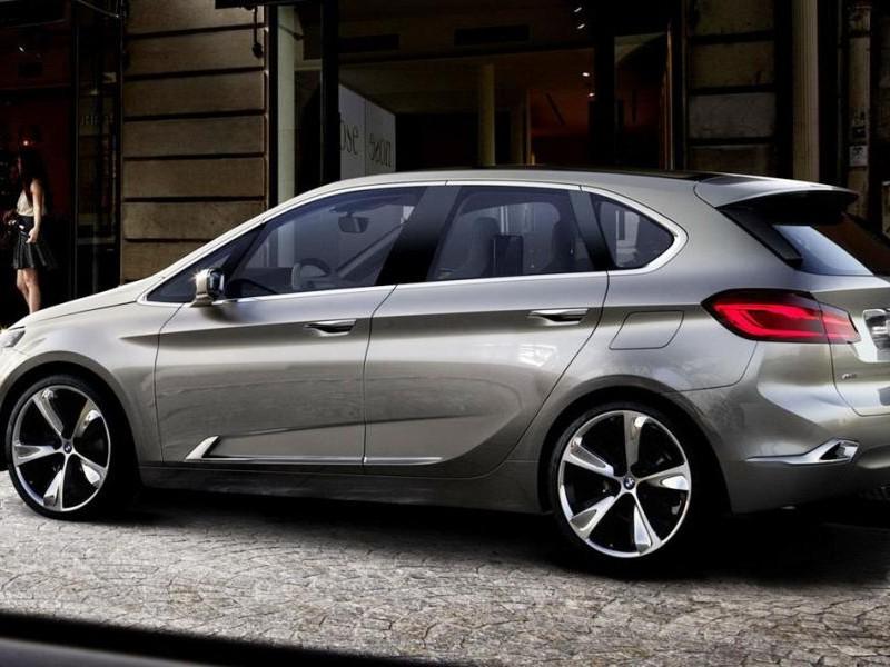 Серебристый хэтчбек BMW 1-Series GT - вид сбоку