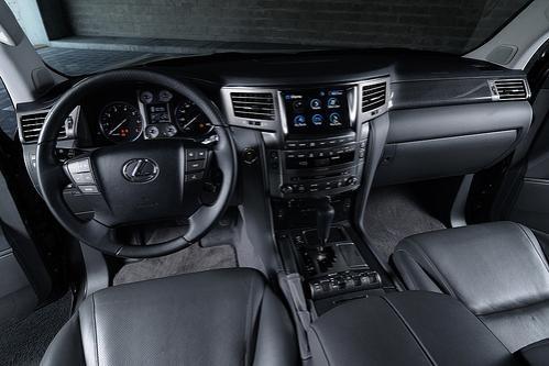Черный салон, консоль, руль, кпп Lexus 570 LX