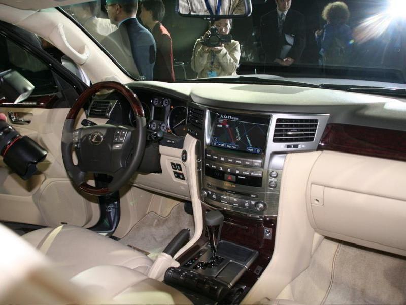 Бежевый салон, руль, кпп, консоль Lexus 570 LX