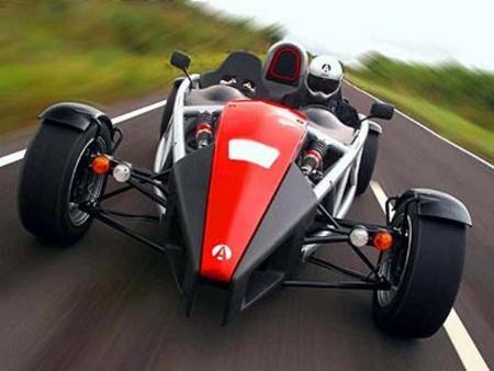 Ariel Atom 500 V8, вид спереди, на трассе
