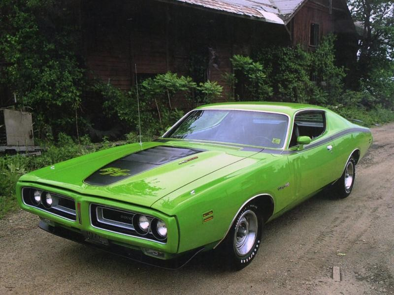 Зеленый купе Dodge Charger RT