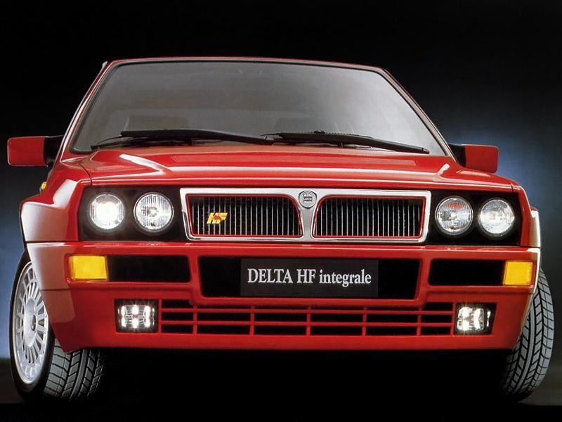 Красный хэтчбек Lancia Delta HF Integrale Evoluzione (831) вид спереди