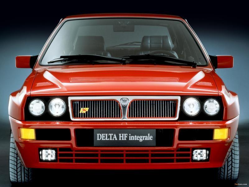 Красный хэтчбек Lancia Delta HF integrale Evoluzione (832) -  вид спереди