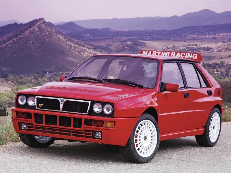 Красный хэтчбек Lancia Delta HF Integrale Evoluzione (831)
