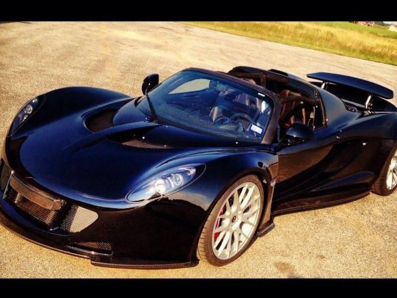 Красивый быстрый Hennessey Venom GT Spyder