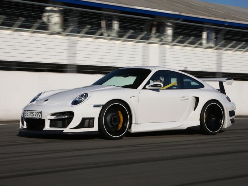 Белый Porsche 911 GT2 RS
