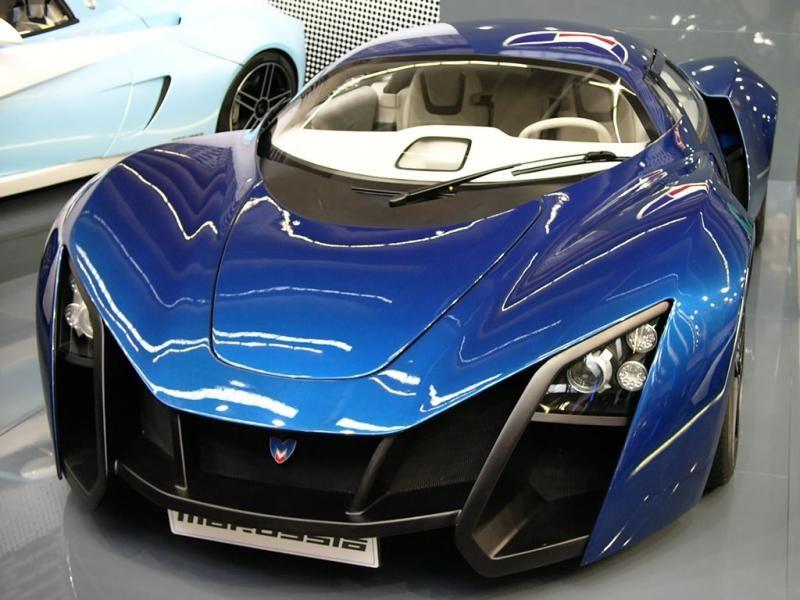 Синий купе Marussia B2, вид спереди