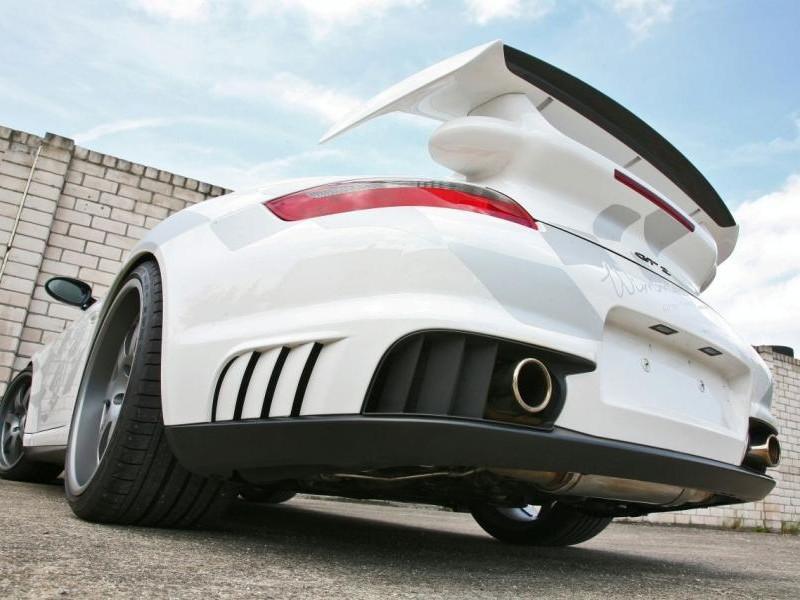 Белый быстрый Porsche 911 GT2 RS