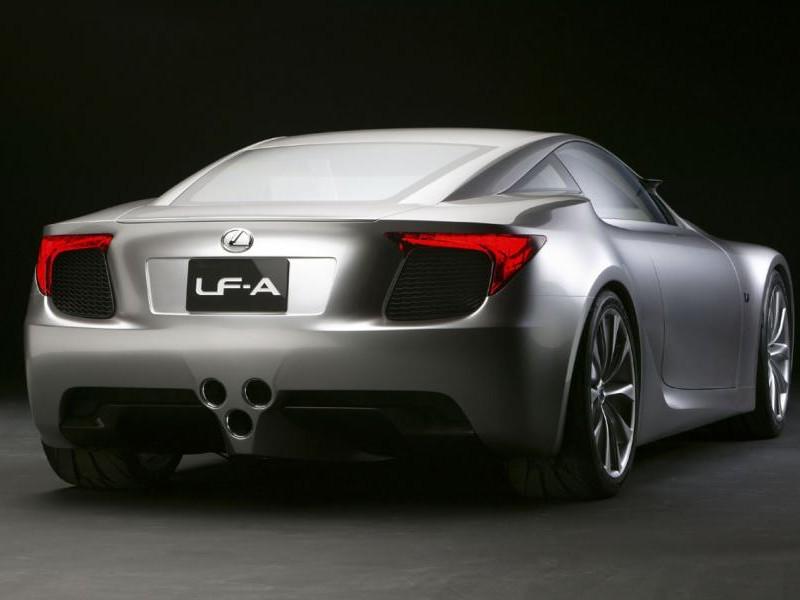 Серебристый Lexus LFA, вид сзади