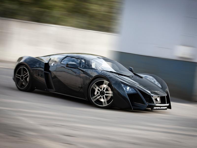 Черный купе Marussia B2 вид сбоку