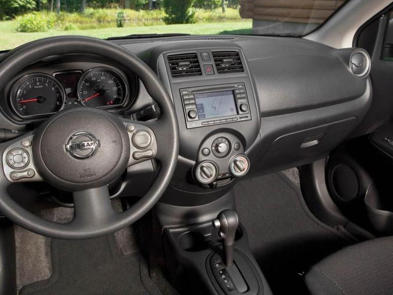 Руль, кпп, салон консоль Nissan Versa SL