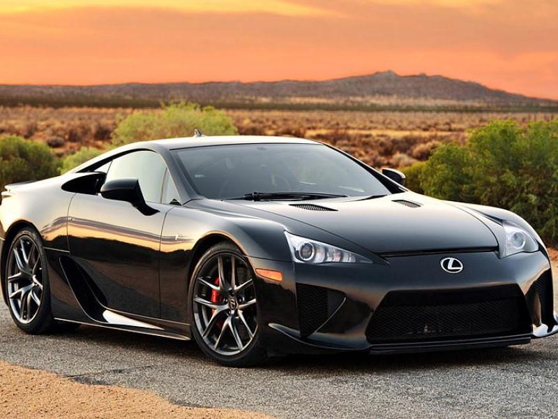 Черный купе Lexus LFA