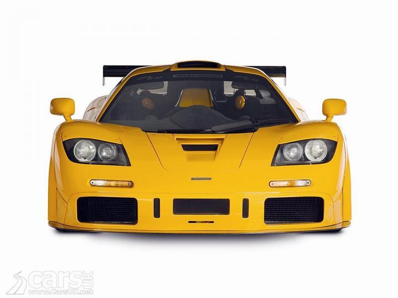 Желтый динамичный McLaren F1 LM XP1, вид спереди
