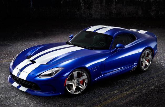 Синий купе Dodge SRT Viper GTS