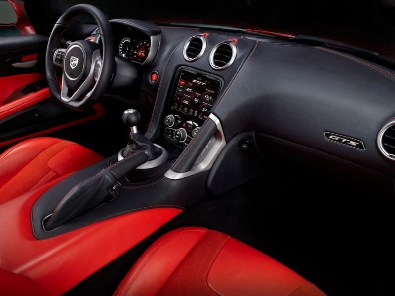Красный салон, руль, кпп, консоль Dodge SRT Viper GTS