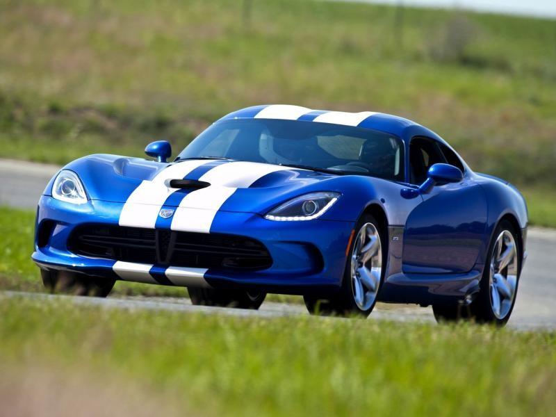 Синий динамичный Dodge SRT Viper GTS