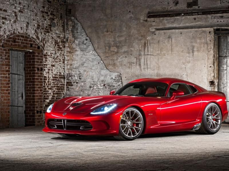 Красный Dodge SRT Viper GTS