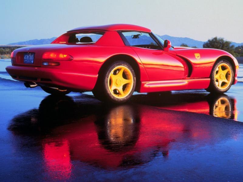 Красный Dodge Viper RT10