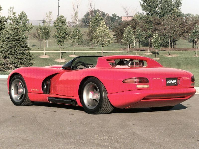Красный Dodge Viper RT10, вид сзади