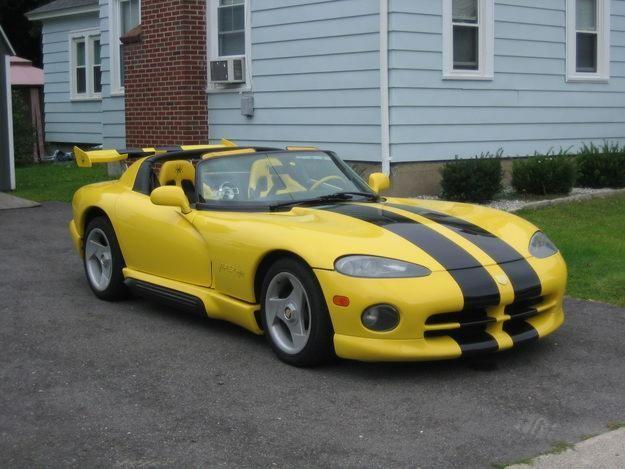 Желтый Dodge Viper RT10