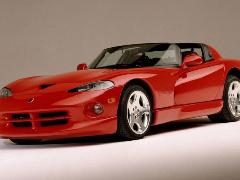 Красный практичный Dodge Viper RT10