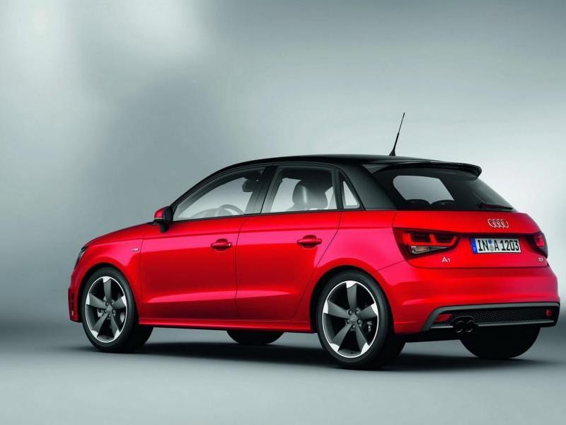 Красный быстрый Audi A1 Sportback