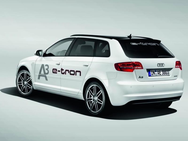 Белый Audi A3 Sportback e-tron