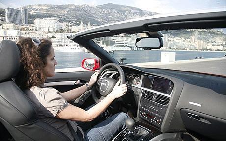 Просторный салон Audi A5 Cabrio