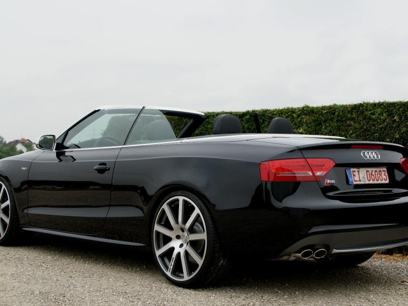Черный Audi S5 Cabrio, вид сзади