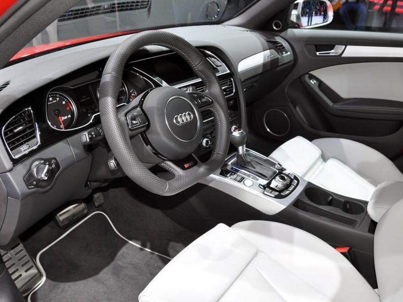 Белый салон, руль, кпп Audi RS4 Avant
