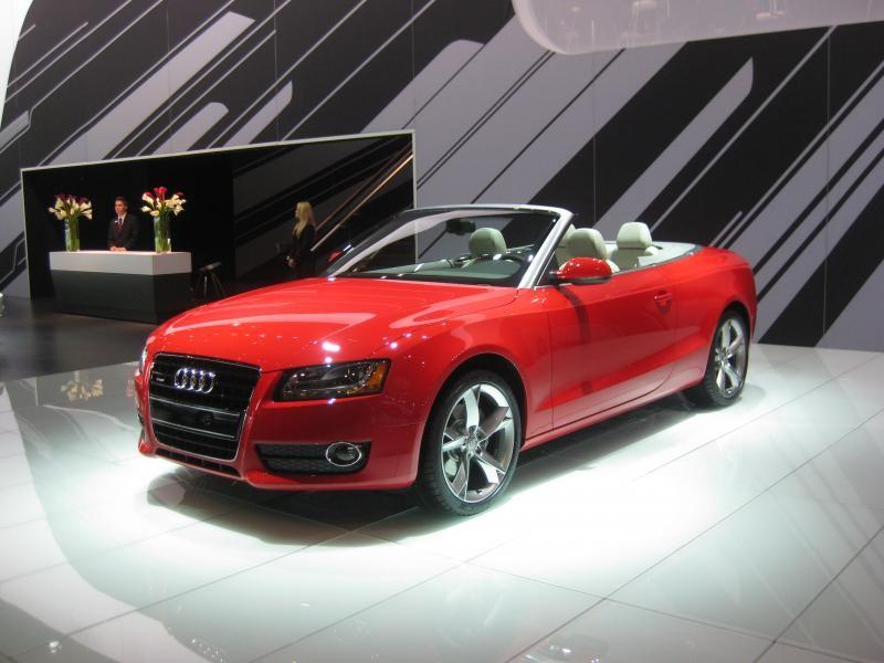 Красный Audi S5 Cabrio