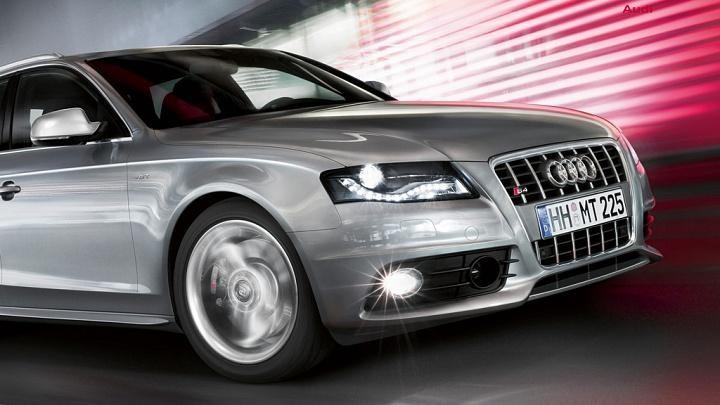 Серебристый Audi S4 Avant