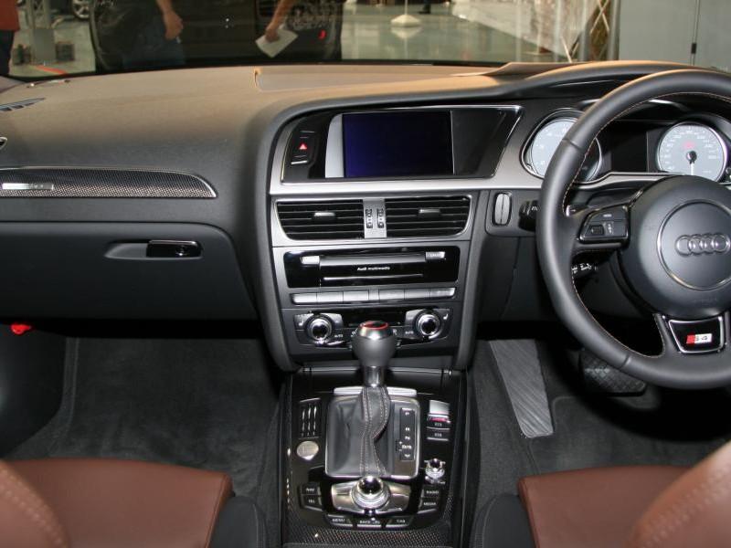 Руль, кпп, салон консоль Audi S4 Avant