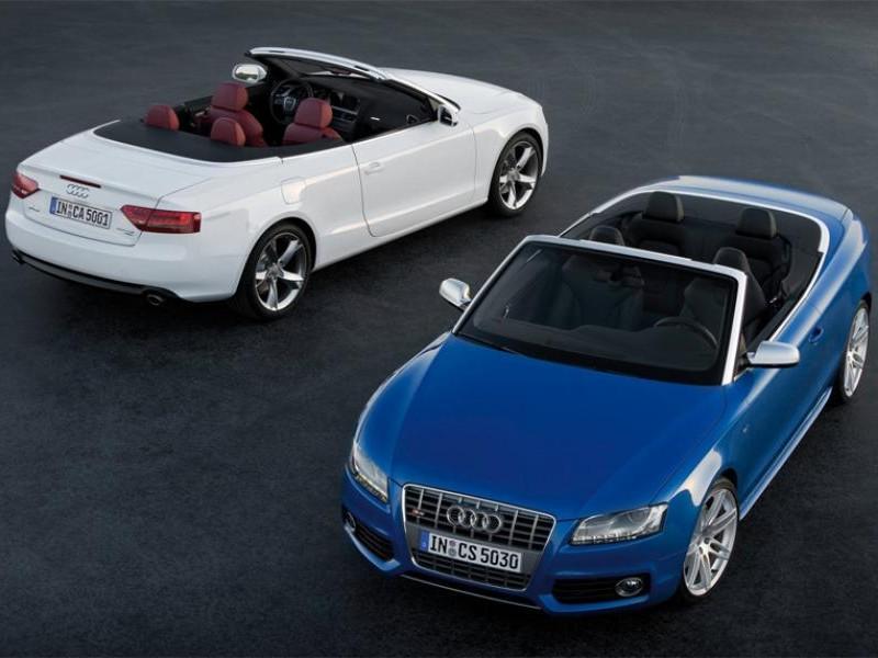 Белый и синий Audi A5 Cabrio