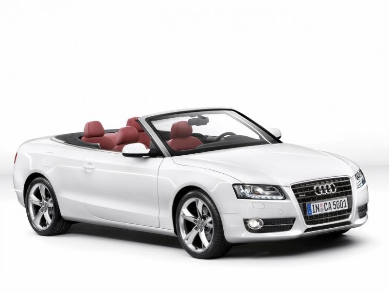 Белый Audi A5 Cabrio