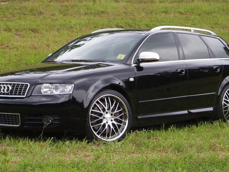 Черный универсал Audi S4 Avant