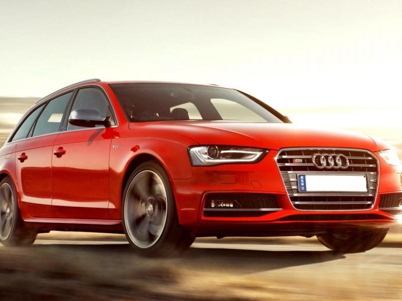Красный Audi S4 Avant