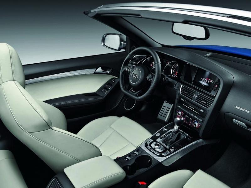 Бежевый салон, руль, кпп, консоль Audi RS5 Cabrio