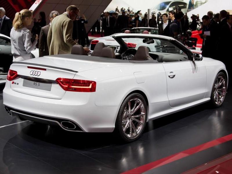 Белый Audi RS5 Cabrio презентация
