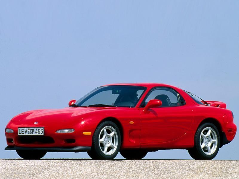 Красный динамичный Mazda RX-7 FD