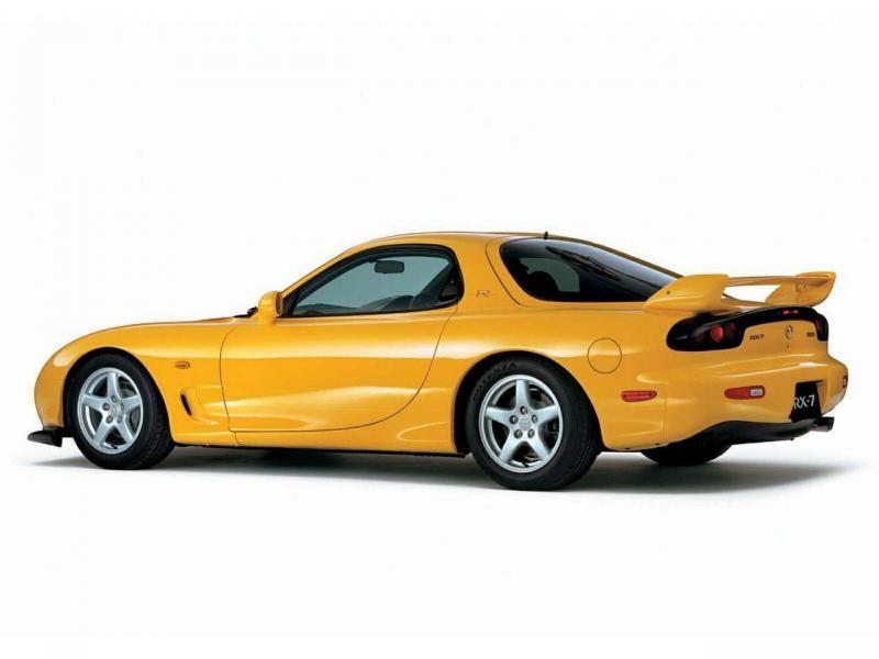 Желтый Mazda RX-7 FD, вид сбоку