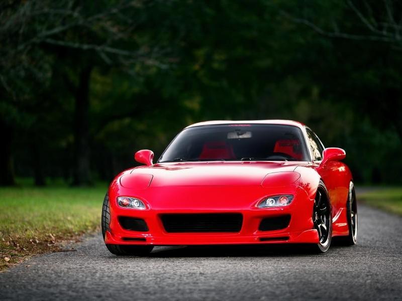 Красный Mazda RX-7 FD, вид спереди