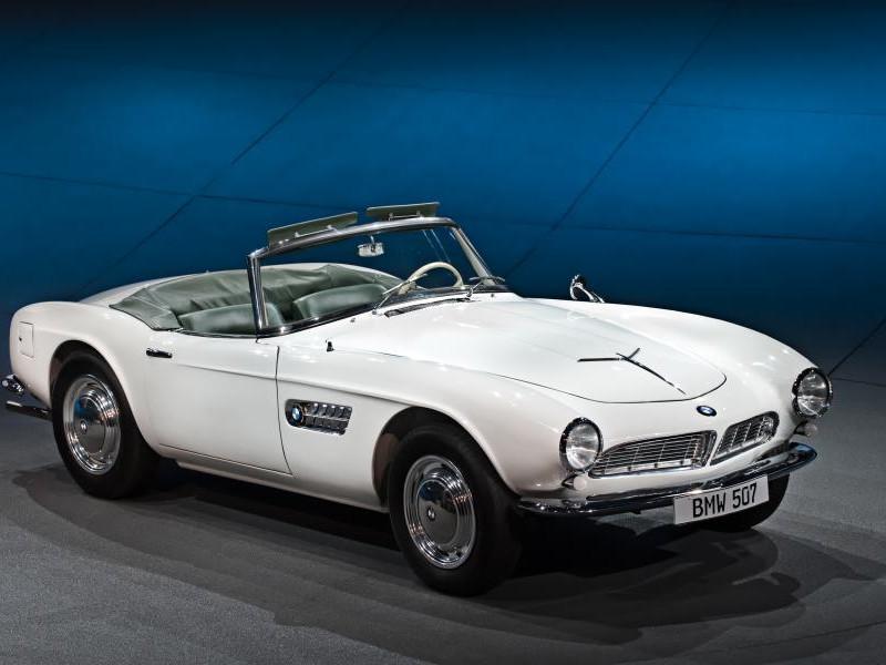 Белый BMW 507