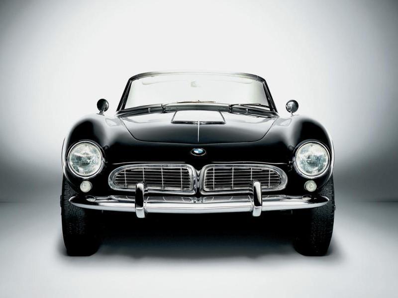 Черный BMW 507 вид спереди