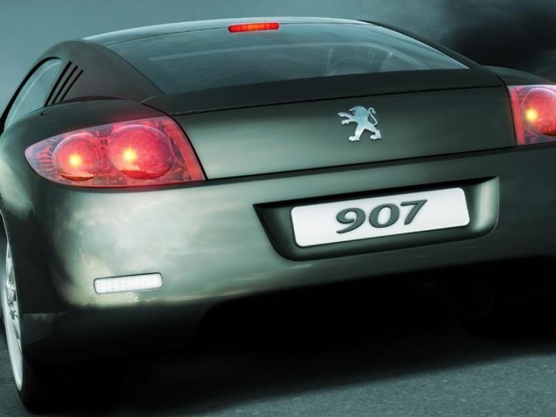 Концепт Peugeot 907 вид сзади