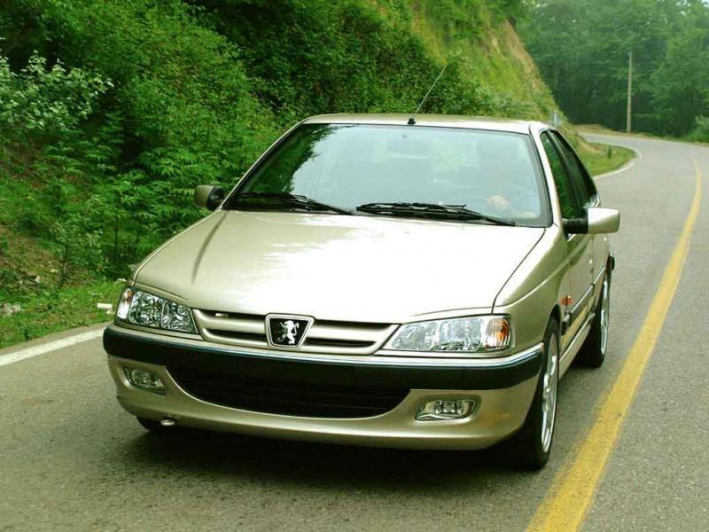 Седан Peugeot Pars вид спереди