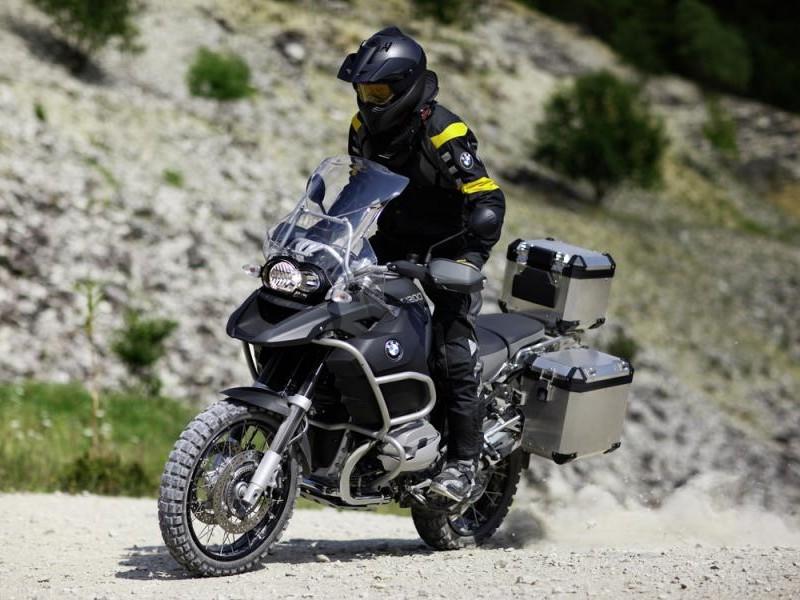 Быстрый мотоцикл BMW R1200 GS Adventure