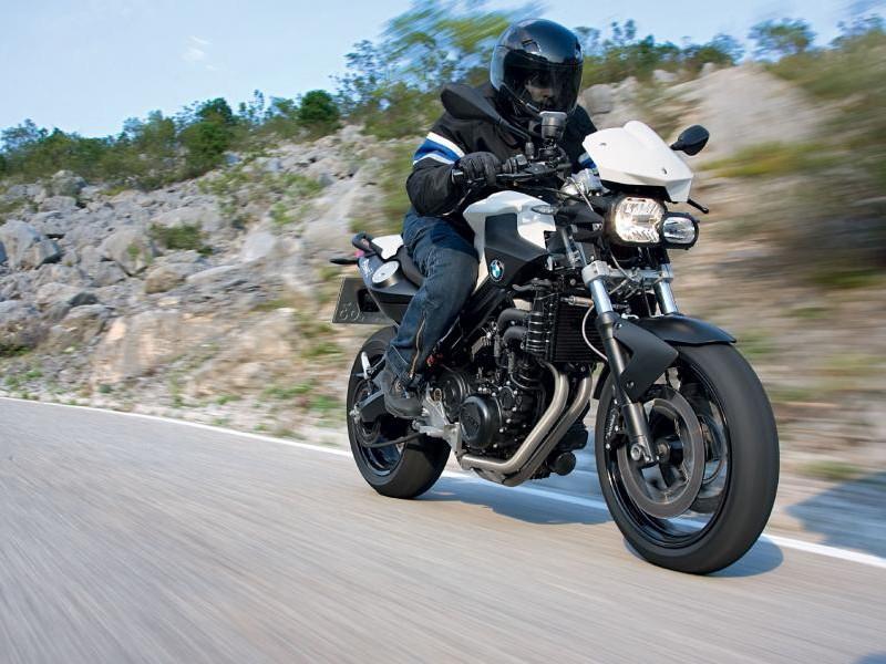 Быстрый мотоцикл BMW F800 R