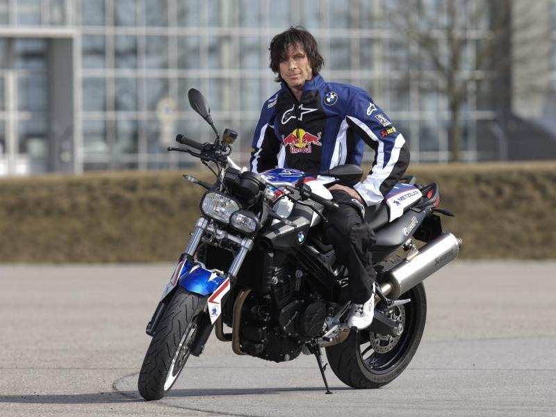 Быстрый практичный мотоцикл BMW F800 R