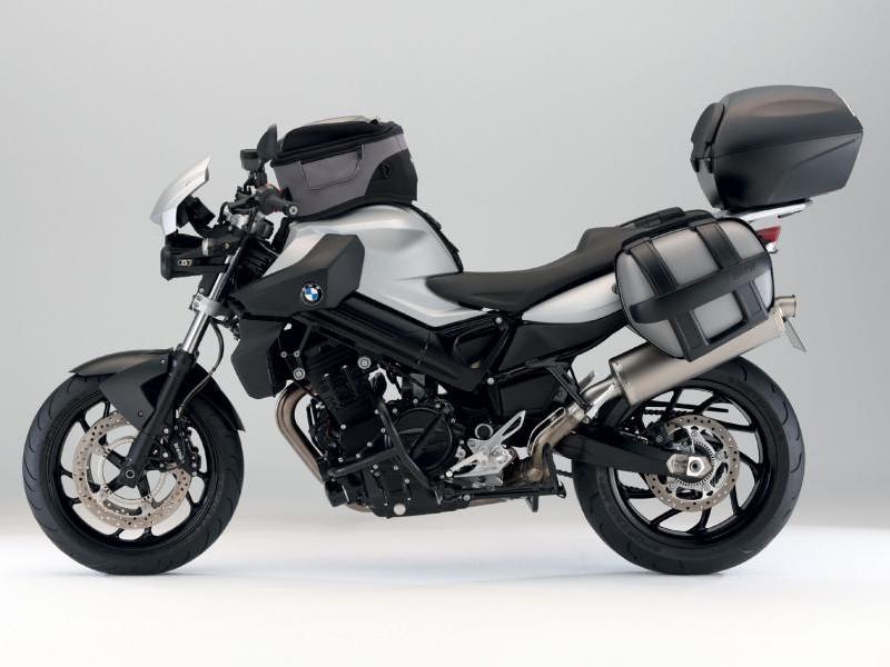 Быстрый мотоцикл BMW F800 R вид сбоку
